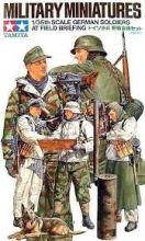 Tamiya German Soldiers field briefing